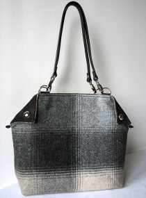 feerie-flapper-grey-faded-squares
